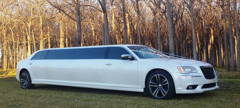 Chrysler-baby-bentley-limo-hire